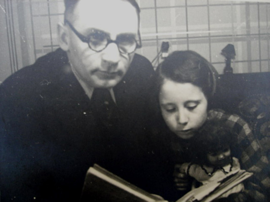 Jan Weiss with his daughter